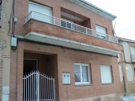 SOL vende amplio piso de 160 m² en construcción en Aguilafuente. En la misma Plaza Mayor del pueblo. 4 -5 dormitorios, 2 baños. Amplio salón con terraza. Cocina con despensa. Se encuentra en estado de construcción tabicado por dentro. Ref. 1419 photo 0