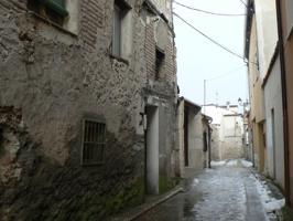 SOL vende casa cerca del Castillo de Cuéllar. Patio. Garaje. Parcela 124 m². A reformar. Fachada de piedra. Ref. 943 photo 0