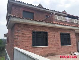 Casa En venta en Carrer Lliri, 21, Abrera photo 0