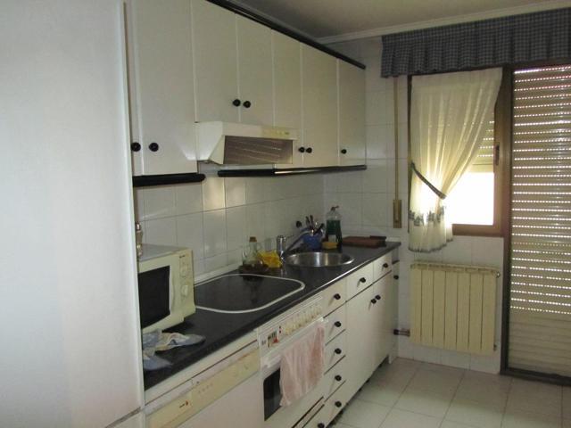 Venta de Atico de 3 dormitorios y 2 baños. Con armarios empotrados. Calefaccion y Ascensor Zona del paseo. Buenas vistas photo 0