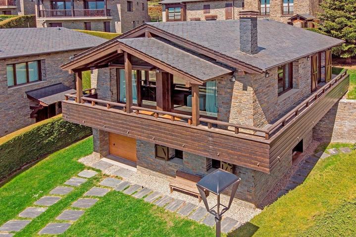 Casa Independiente en venta en Bolvir y con 195 m2. photo 0