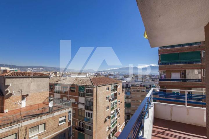 Bonita vivienda en la zona Zaidin-Don Bosco. Luminosa. Tres dormitorios, dos baños, salón, cocina y terraza  photo 0