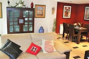 Vivienda unifamiliar amueblada situada en La Garena.   Excelente estado de conservación. Consta de 4 habitaciones muy amplias y 3 baños. Garaje privado en superficie. Bien comunicado vía tren y autobús, con  fácil acceso a la N-II. photo 0