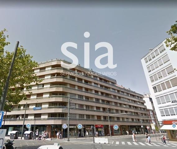 Piso en Vitoria-Gasteiz, con 167 m2, 5 habitaciones y 3 baños, Ascensor y Calefacción Central. photo 0