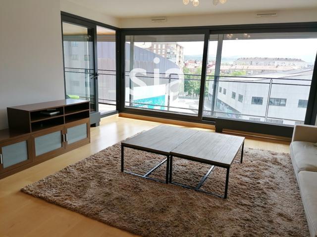 Piso en venta en Vitoria-Gasteiz, con 152 m2, 3 habitaciones y 2 baños, 2 plazas de Garaje, Trastero, Ascensor y Calefacción Central con contador individual. photo 0