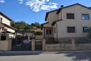 Casa En venta en Urbanización La Dehesa, 59, Higuera De Las Dueñas photo 0