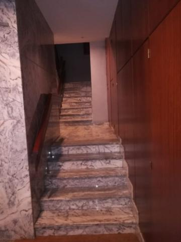 En el centro de Baiona. Magnífico piso de 100 m2, distribuído en recibidor, amplio salón-comedor, amplia cocina amueblada, 3 dormitorios, 2 cuartos de baño completos, terraza a fachada principal. Suelos de parquet. Trastero. photo 0