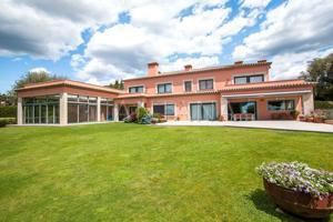 Gran casa en venta ubicada a las afueras de Barcelona en una zona muy tranquila, cuenta con un gran jardín y piscina. photo 0