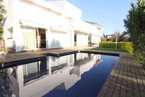 Casa a 4 vientos con piscina con acabados de primera photo 0