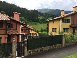 Viviendas bifamiliares en un entorno natural de Eskoriatza, pero a un paso del centro.Fantásticas viviendas de 4 habitaciones, 4 baños, salón, cocina, txoko, garaje para dos plazas y jardín. photo 0