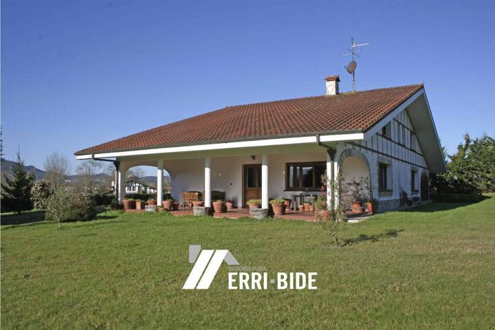 Preciosa vivienda de grandes dimensiones en un paraje maravilloso y de gran tranquilidad a tan solo 5 min de Mungia y de la autovía.  photo 0
