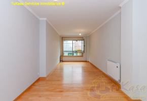 Céntrico 2 plazas de garaje y trastero de 40 m2 photo 0