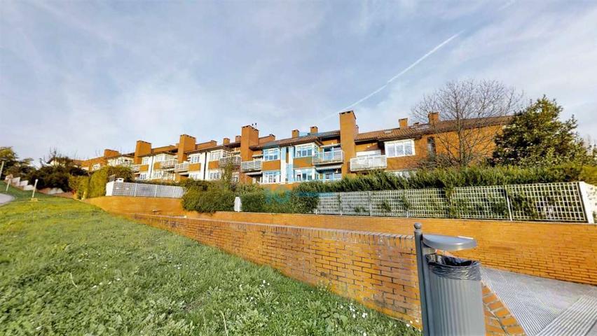 Precioso dúplex con terraza, muy soleado.El precio incluye un garaje cerrado de 45m2 photo 0