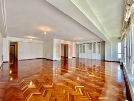 Amplio piso con garaje en Juana de Vega photo 0