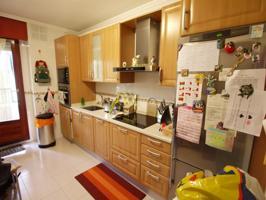 Precioso piso en zona residencial de Arkotxa, con parcela de garaje y trastero. Seminuevo. photo 0