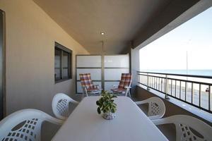 Apartamento reformado y amueblado en primera línea de Playa photo 0