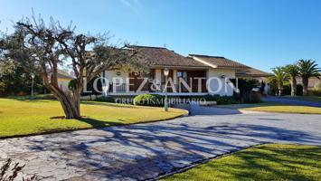 Espectacular villa en La Eliana (Valencia) con 722 m2 construidos y 4.233 m2 de jardín photo 0