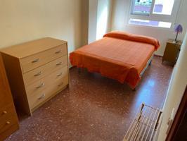 Luminosa vivienda de cuatro dormitorios en Avenida de Andalucía photo 0