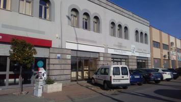 Local en dos plantas, totalmente instalado, situado en la calle principal del Polígono Juncaril. photo 0