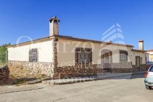 En venta espléndida casa a reformar en Casas de Don Gómez, Cáceres. photo 0