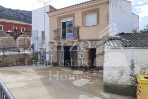 En venta amplia casa en Puerto de Santa Cruz, Cáceres. photo 0