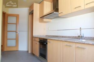 Piso céntrico con tres dormitorios y dos baños en Laracha photo 0