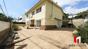 Casa En venta en Alella photo 0