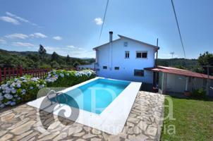 Casa de 470 m², pista de fútbol-sala, piscina y local de hostelería en Oza dos Ríos photo 0