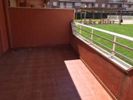 Apartamento en planta baja en urbanización con piscina. photo 0