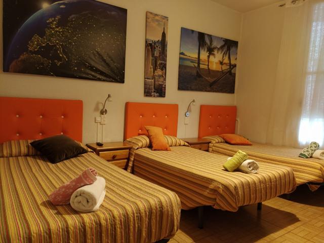 HOSTAL de 411 m2, 17 habitaciones, 7 baños, salón y amplia cocina. photo 0