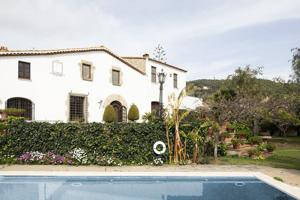 Casa En venta en Cabrera De Mar photo 0