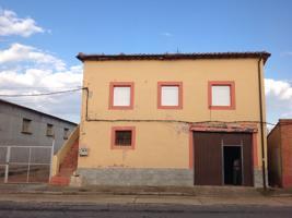 Casa En venta en Calle Hermanos Cura Y Lope, Bañares photo 0
