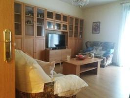 Se vende piso de 2 dormitorios con armarios empotrados, 1 baño, salón independiente  2 balcones Plaza de Garaje incluida en el precio photo 0