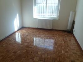Se vende piso situado en planta baja, 3 dormitorios, baño, cocina reformada. Zona Chorrillo al lado de Centro comercial Los Pinos photo 0