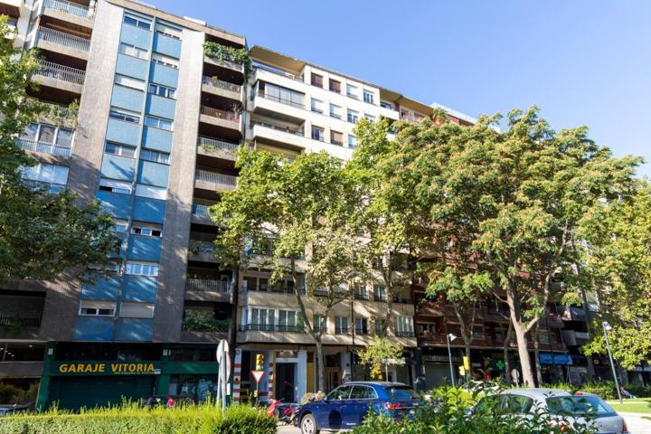 A la venta piso de 70 m2, con 3 dormitorios en Pº Constitución photo 0