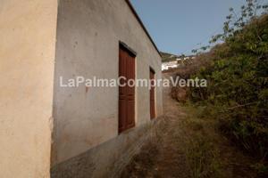 ID-451 Casa de Campo situada en un lugar tranquilo con terreno rodeado de vegetación y varios vecinos, la casa tiene dos plantas de altura, la propiedad está para reformar, se puede acceder por dos sitios a la propiedad, y contiene una servidumbre para a photo 0
