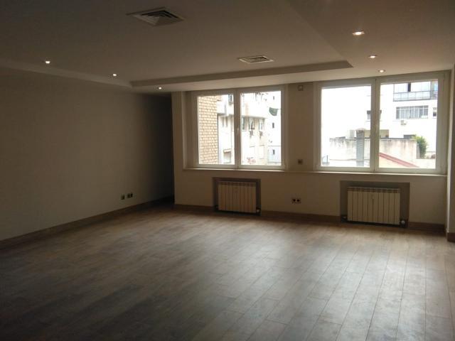Vivienda de 177 m2, reforma de diseño a estrenar, 3 habitaciones dobles, 2 baños, 1 aseo. Interior a patio manzana grande con mucha luz, carpintería de aluminio bicolor, carpintería interior de madera de roble, tarima flotante de roble decapado de primera photo 0