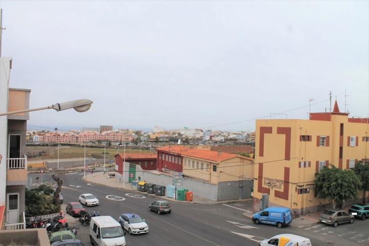 Edificio de 2 plantas con local , vivienda y azotea en Telde photo 0