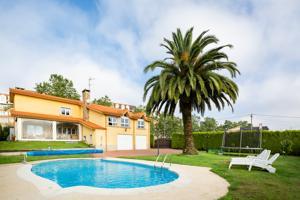 Vivienda clásica con finca y piscina en Cambre photo 0