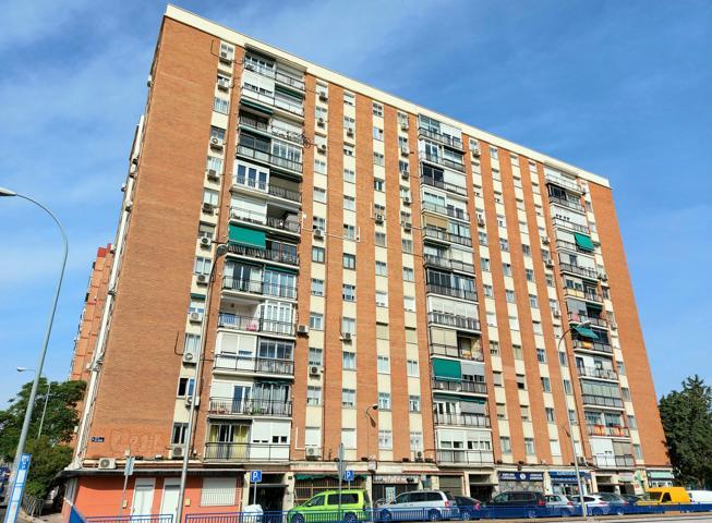 Magnífica y acogedora vivienda, en primera planta con ascensor, conserje físico y CALEFACCIÓN CENTRAL. photo 0