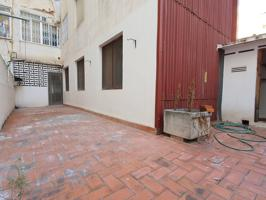 Vivienda con amplio patio photo 0
