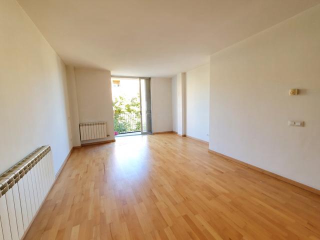 Piso seminuevo de 2 habitaciones y con pk incluido photo 0