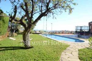 Casa en venta en Alella: Comodidad y diseño. photo 0