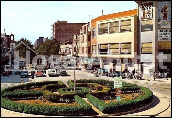 DE 3 ALTURAS CON TERRAZA Y GARAJE JUNTO AL AYTO photo 0