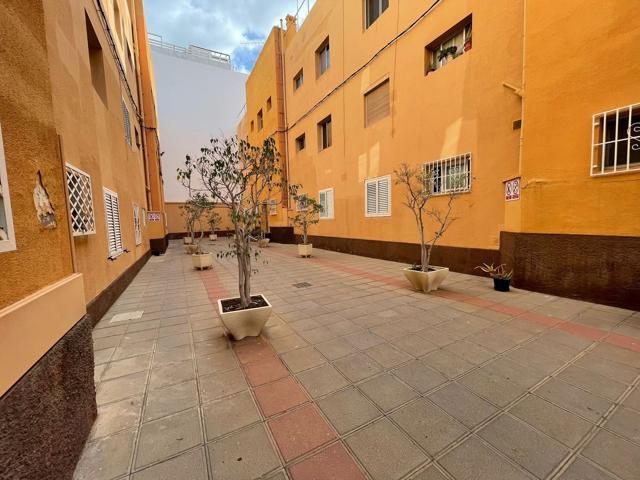 Piso En venta en Calle Cirilo Moreno, Puerto - Canteras, Las Palmas De Gran Canaria photo 0