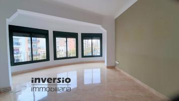 Tarragona ciudad. C. Estanislau Figueres. Amplio piso 3 habitaciones. Ascensor. Céntrico photo 0