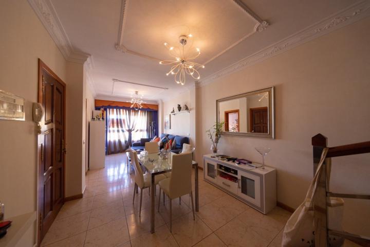 Se vende Duplex de 3 habitaciones y 2 baños, ubicado en la zona de Las Chafiras, totalmente amueblad photo 0