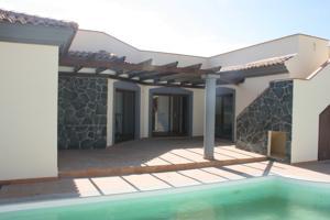 Magnifica Villa ubicada en la Urbanización GEAFOND, en Corralejo, término municipal de La Oliva. photo 0