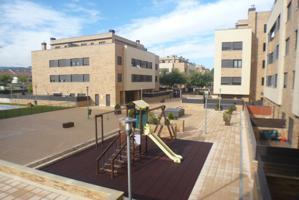 Apartamento exterior en R1 de Lardero. Urbanización con piscina. photo 0