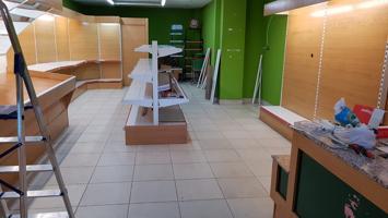 Local comercial Amara Balleneros 14, instalado, 2 plantas de 71 m2, persiana automática. photo 0